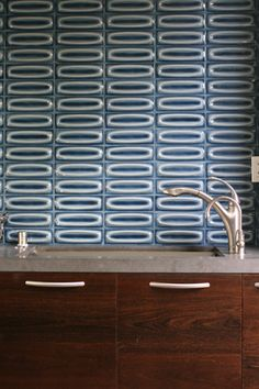 Heath Ovals Dimensional Tile  http://www.heathceramics.com/home/pages/tile-build/designing-with-heath-tile/installation-inspiration-1