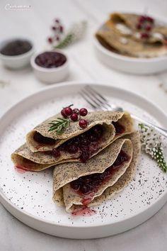 Mohn-Palatschinken mit Bio Preiselbeer Marmelade, Mohn. Palatschinken, Preiselbeeren, veggie, Nachspeise, Mehlspeise, traditionell