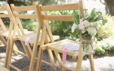31.customiser-une-chaise-decoration-mariage-bocal-en-verre-et-fleurs