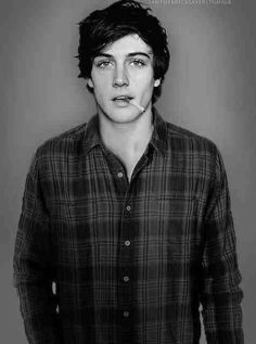 This is exactly how I imagined Augustus Waters. XD sadly the guy who plays him for real (and caleb in divergent) looks like this guy i dated :/ merp