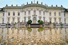 Friedrich Wilhelm Karl von Württemberg war Herzog, Kurfürst und König, und jede dieser Rangerhöhungen hat Spuren hinterlassen – in der Geschichte Baden-Württembergs, aber auch im Ludwigsburger Schloss. Die Kunsthistorikerin Catharina Raible hat sich auf Spurensuche begeben.