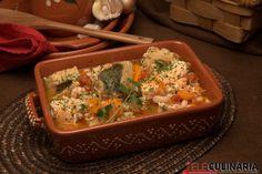 feijoada de bacalhau com ovos escalfados Tapas, Cod Fish, Pesto, Thai Red Curry, Mashed Potatoes, Food And Drink, Ethnic Recipes, Regional, Portugal
