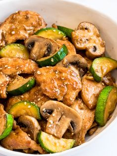 Try this Panda Express Mushroom Chicken Copycat recipe! Tender pan seared chicken stir fried with mushrooms and zucchini in a delicious Asian soy ginger garlic sauce! I go to Panda Express more times Panda Express Mushroom Chicken, Chicken Mushroom Recipes, Chicken Recipes, Chicken Mushroom Stir Fry, Healthy Recipes With Mushrooms, Chicken With Mushrooms, Mushroom Zucchini Recipe, Dinner With Mushrooms, Express Chicken
