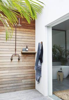 Beach Home Decor minimalist outdoor shower on a private deck.Beach Home Decor minimalist outdoor shower on a private deck Outdoor Baths, Outdoor Bathrooms, Outdoor Showers, Outdoor Kitchens, Small Bathrooms, Chic Bathrooms, Bathroom Vanities, Bathroom Ideas, Outdoor Spaces