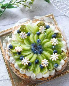 Fu MariさんはInstagramを利用しています:「. 昨日のシャインマスカットの Wチーズタルト別角度のも… . シャイン様のお菓子は 滅多に作れないので記念に…w . 床ベチャしてワンカット足りず イビツな円形なのが良く分かるw . . 前のと同じケーキのpicなので コメント閉めます🤡 . .…」 Fancy Desserts, Fancy Cakes, Delicious Desserts, Pretty Cakes, Cute Cakes, Cake Recipes, Dessert Recipes, Rainbow Food, Amazing Cakes