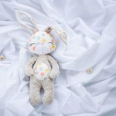 #bunnyplushie #bunnyplushie #babydesign #babynursery #babytoys #cuddletoy #cuddledimple #handmade #madeinslovakia #vyrobenosrdcem #milujemehandmade #sashe_sk #minky #mywork #mysleepingmonkey #lovetosew #unique #originaltoy #authortoy #zajacik #hracka #babatko #prebabatka #predeti #deti Tento zajačik je skladom, meno vysijem na želanie, v prípade záujmu píšte správu