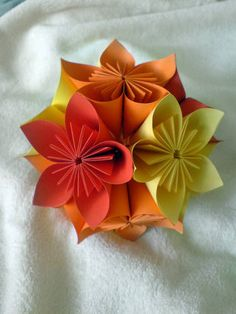 Learn the art of origami and spice up your home with paper creations such as these Diy Origami, Origami Wedding, Origami And Kirigami, Origami Ball, Paper Crafts Origami, Diy Projects To Try, Craft Projects, Craft Ideas, Crafts For Kids