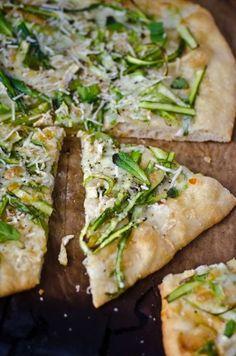 Pizza au brie et asperges