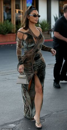 Kim Kardashian puts curvaceous figure on display for Mexican dinner Kardashian Kollection, Kardashian Jenner, Kardashian Workout, Estilo Dope, Look Kim Kardashian, Kim Kardashian Blazer, Mode Outfits, Fashion Outfits, Musa Fitness