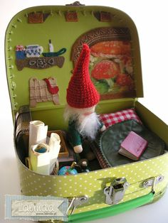 Traveling suitcase gnome