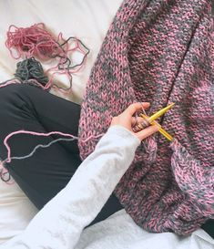 A super easy, beginner friendly cardigan knitting pattern that features a gorgeous fabric and basic knitting stitches. This pattern is completely beginner friendly.