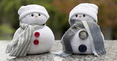 Una simpatica idea per creare un pupazzo di neve con il riciclo dei calzini!