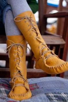 casa crafty by turtleturtle: day mocassins for me Moccasin Boots, Shoe Boots, Moccasins Mens, Leather Moccasins, Moccasins Outfit, Over Boots, Shoe Pattern, Pattern Sewing, Leather Projects