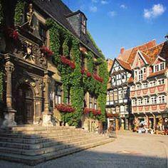 Quedlinburg,_Rathausportal.jpg