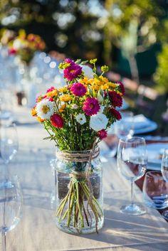 Dans des bocaux, les petites fleurs de jardin charmeront tout le monde   crédit Melissa Fuller