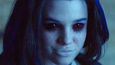 Raven (Teagan Croft)  #Titans #Raven #TeaganCroft #Netflix #DC Tim Drake, Jason Todd, Netflix, Titans Tv Series, Jenji Kohan, Bad Film, Natasha Lyonne, Doom Patrol, Crazy Eyes
