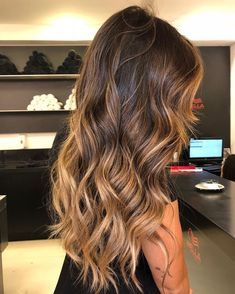 Super Long Layers Brunette Hair Look // ig: Balayage Hair Caramel, Brown Hair Balayage, Brown Blonde Hair, Balayage Brunette, Light Brown Hair, Brunette Hair, Ombre Hair, Long Hair Highlights, Hair Color For Tan Skin