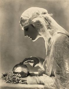 Dolores, Vogue, May 1919  Photographer: Adolph de Meyer