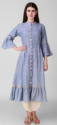 Beautiful Linen Kurti with buttons,tassels and fine zari embroidery detailing. Kurti Neck Designs, Blouse Designs, Indian Dresses, Indian Outfits, Trendy Dresses, Fashion Dresses, Kurti Styles, Kurti Patterns, Mode Hijab