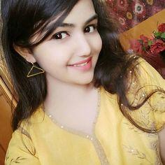 Artika Roy Village Girl Becomes Hindustan Artist - Hindustan Cute Sweet Girl Pic, Cute Girl Pic, Cute Girls, Beautiful Girl Wallpaper, Beautiful Girl Photo, Beautiful Girl Indian, Beautiful Beautiful, Preety Girls, Dehati Girl Photo