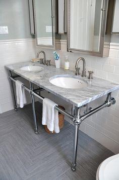 lavabo con materiales metálicos