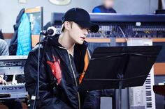 1) JaeJoong🦋재중180123 'J-party practice site open to the public😘 Jaejoong strives for the best band live👍🏼Is it possible to have time span on Saturday?😭