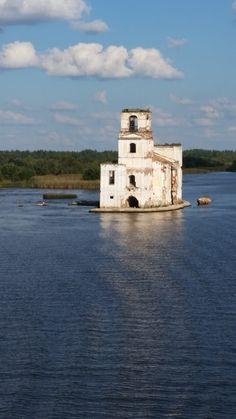 Eine Reise von der Wolga zur Newa. Freut auf eine Tour durch das weite Russland, auf eine Flusskreuzfahrt im alten Zarenreich zwischen Moskau und St. Petersburg. Auf www.radioreise.de könnt ihr die Reise auch hören.