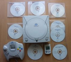 Console Sega Dreamcast PAL with 7 white labels #retrogaming #HotDC  Console with VMU controller and 7 white label games: chicken run powerstone 2 snow surfers crazy taxy 2 headhunter sonic adventure and royal rumble.