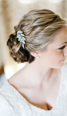 beautiful easy up do! I think this is what I want if it is going to be a million degrees out on August 17th....