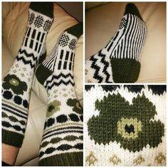 Knitting Charts, Knitting Socks, Free Knitting, Knitting Patterns, Crochet Patterns, Crochet Skirts, Knit Crochet, Wool Socks, Designer Socks