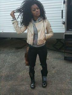 That curly wild hair Dope Fashion, Fashion Killa, Urban Fashion, Teyana Taylor, Dope Outfits, Fashion Outfits, Tomboy Outfits, Chill Outfits, Sport Chic