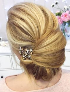 Coiffure De Mariage : Tonya Pushkareva Long Wedding Hairstyle for Bridal via tonyastylist / www. Wedding Hairstyles For Long Hair, Up Hairstyles, Hairstyle Ideas, Hairstyle Wedding, Hair Updo, Bridal Hairstyles, Simple Hairstyles, Beautiful Hairstyles, Vintage Hairstyles