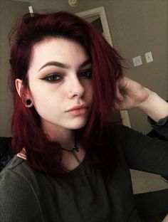 30 More Edgy Hair Color Ideas Worth Trying Check out these 30 Edgy Hair Color ideas & their Makeup looks! Get inspired and try them! Read the article now! Related posts: 72 Trendiest Hair Color Ideas For Brunettes in 2019 Dark Red Hair, Hair Color Dark, Cool Hair Color, Edgy Hair Colors, Punk Hair Color, Teal Hair, Lilac Hair, Pelo Emo, Beautiful Red Hair
