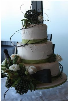 My favorite of the three cakes I posted.  I like it because it is elegant, but also rustic.  love it!