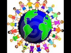 Iedereen is anders, Niemand is als jij. Iedereen is anders, Jij bent jou en ik ben mij. Iedereen is anders, Dat is nou eenmaal zo. Iedereen is anders, Okido!  Je bent misschien wat eigenzinnig: Alleen jouw manier is goed. Maar je moet goed begrijpen Dat iemand anders het anders doet! Want...,  Iedereen is anders... God heeft ieder mens geschapen, Bijzonder en heel speciaal, Met een uniek karakter En zo verschillen we allemaal!  Iedereen is anders...