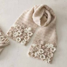 Crochet flowers appliquéd on scarf, not just a few, a buch of them pressed tightly together ~~ White and ecru ~~ Love this colour! like tea with milk もっと見る もっと見る Crochet Flower Scarf, Freeform Crochet, Crochet Art, Crochet Poncho, Crochet Scarves, Irish Crochet, Crochet Motif, Crochet Crafts, Crochet Clothes