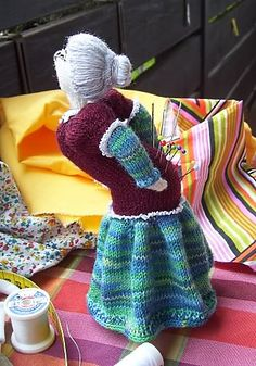 What a great pincushion...Ravelry: OUCH! - a somewhat different pincushion ;-) pattern by gitwerg