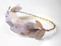 Diadema con detalle de hojas 'violet', de Táneke.