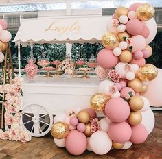 First birthday style with this vintage style set up balloons. The perfect party display for all your yummy treats! Wedding Balloon Decorations, Wedding Balloons, Birthday Balloons, Birthday Decorations, Baby Shower Decorations, Decor Wedding, Décoration Baby Shower, Shower Party, Baby Shower Parties