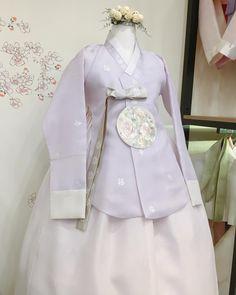 Korean Traditional Dress, Traditional Fashion, Traditional Dresses, Modern Hanbok, Lolita Dress, Korean Fashion, Dress Outfits, Couture, Wedding Dresses