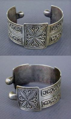 Morocco | Old silver Berber bracelet from High Occidental Atlas, Agadir or Marrakesh | ca. mid 20th century | 130$