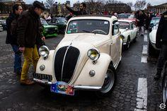 #Simca #8 à la Traversée de #Paris hivernale 2016. Reportage complet : http://newsdanciennes.com/2016/01/10/grand-format-traversee-de-paris-hivernale-2016/ #Vintage #VintageCar #Voiture #Ancienne