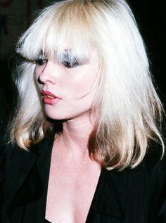 How Blondie's Debbie Harry Redefined Platinum Hair for the Punk Era Blondie Debbie Harry, Debbie Harry Hair, Merle Oberon, Sean Penn, Catherine Deneuve, James Dean, Women Of Rock, Platinum Blonde Hair, Look At You