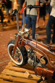 Two nice Honda's by Man Apek Garage, Malaysia.. Lowrider Cub... ...and a brutal slammed Dax.. Pics via Man...