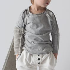 longsleeve gray -Rounded back and front, raglan sleeves, external seam on the shoulders and on the back,