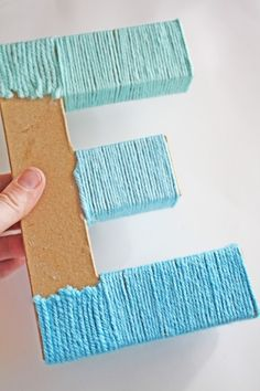 Shauna from Ella & Annie shares a tutorial for a fun blue ombre yarn letter! Yarn Wrapped Letters, Yarn Letters, Letter A Crafts, Frame Crafts, Wooden Letters, Monogram Letters, Diy Craft Journal, Baby Shower Deco, Ombre Yarn