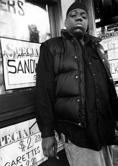 Biggie Smalls, looking like a gangster. Mode Hip Hop, Hip Hop And R&b, 90s Hip Hop, Hip Hop Rap, Photographie Indie, East Coast Hip Hop, Biggie Smalls, American Rappers, Hip Hop Artists