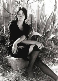 Sedotta e abbandonata è un film italiano del 1964, diretto da Pietro Germi, interpretato da Stefania Sandrelli, Aldo Puglisi e Saro Urzì.