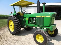 Pair of 1972 JD 4320 Tractors Set Records - Modern Old John Deere Tractors, Jd Tractors, Vintage Tractors, John Deere Equipment, Old Farm Equipment, John Deere 4320, Train Group, Hobbies For Men, Final Drive