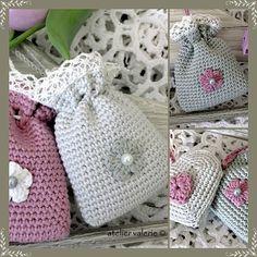 hate it when i find something i like & it's in another language lol Atelier Valerie: Vintage Lavendelzakjes Crochet Sachet, Crochet Pouch, Crochet Gifts, Free Crochet, Knit Crochet, Crochet Handbags, Crochet Purses, Crochet Capas, Lavender Bags